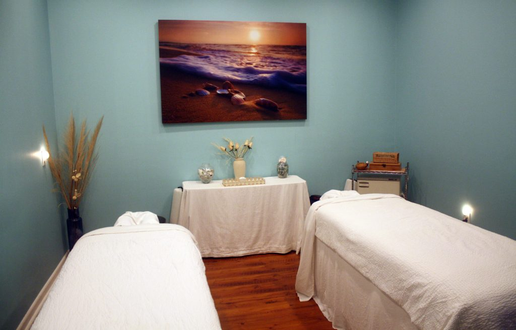 Couples Massage 1024x655 Amenities